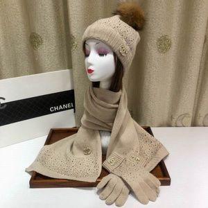 c scarves beanies gloves set (never wear)